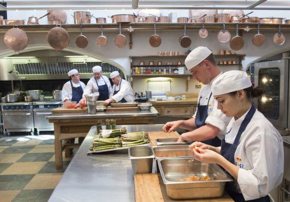 """""""Scanpix"""" nuotr./Vindzoro rūmų virtuvė ruošiasi karališkosioms vestuvėms"""