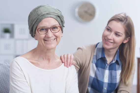 123RF.com nuotr./Vėžiu serganti moteris su dukterimi