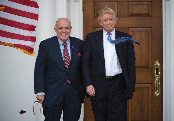 "AFP/""Scanpix"" nuotr./Rudy Giuliani ir Donaldas Trumpas"