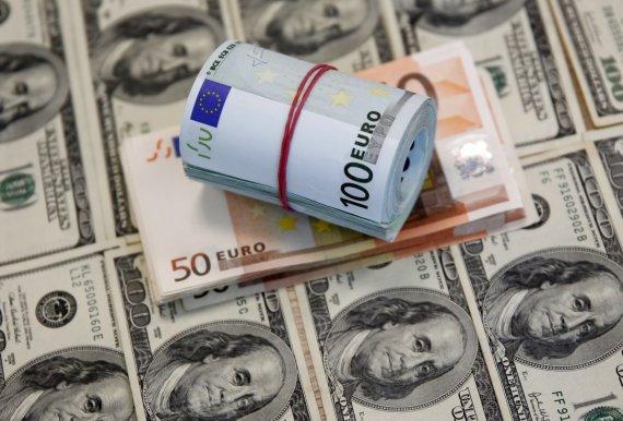 """""""Reuters""""/""""Scanpix"""" nuotr./Eurai ant JAV dolerių"""