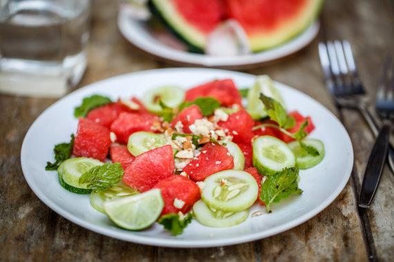 Fotolia nuotr./Arbūzų salotos su agurkais