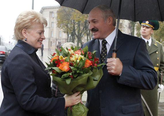 """Reuters""/""Scanpix"" nuotr./Aliaksandras Lukašenka pasitinka Dalią Grybauskaitę Minske"
