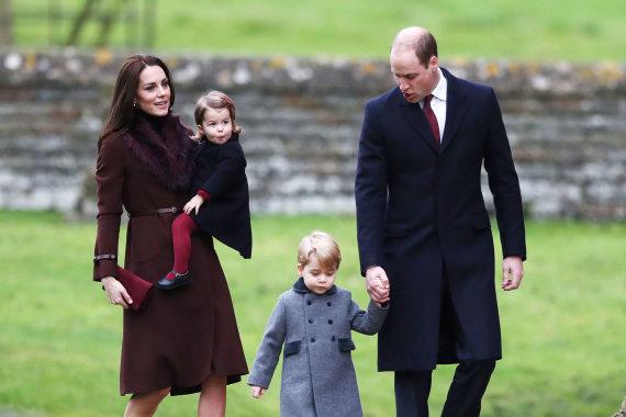 """""""Scanpix"""" nuotr./Princas Williamas ir Kembridžo hercogienė Catherine su vaikais"""