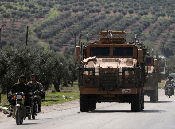 """""""Reuters""""/""""Scanpix"""" nuotr./Turkijos karinė technika Afrine"""