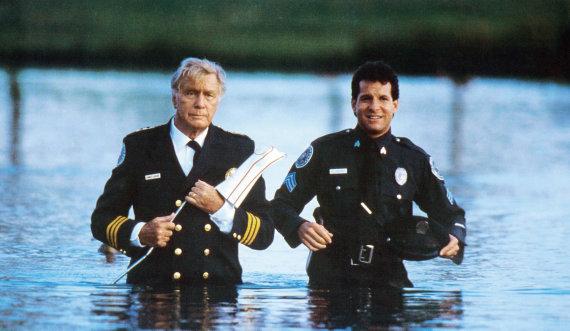 """Vida Press nuotr./George'as Gaynesas ir Steve'as Guttenbergas filme """"Policijos akademija 4"""" (1987 m.)"""