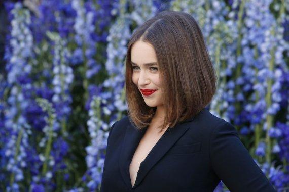 """""""Scanpix"""" nuotr./Emilia Clarke visą laiką, vaidindama """"Sostų karuose"""", iš tiesų buvo tamsiaplaukė"""
