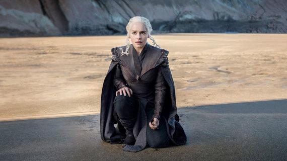 "HBO nuotr./Emilia Clarke seriale ""Sostų karai"""