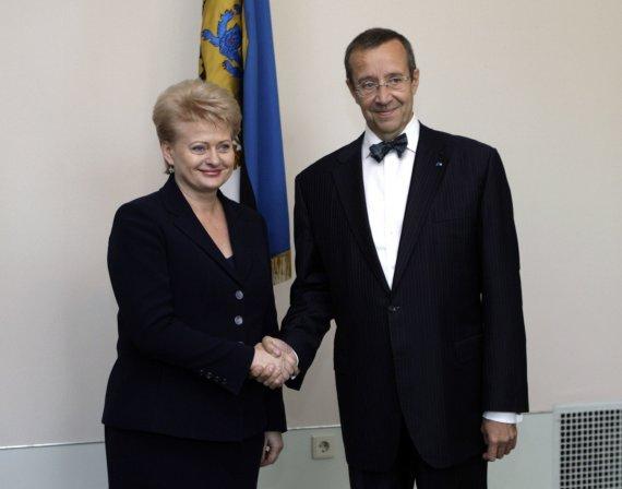 """""""Reuters""""/""""Scanpix"""" nuotr./Toomas Hendrikas Ilvesas su Dalia Grybauskaite"""