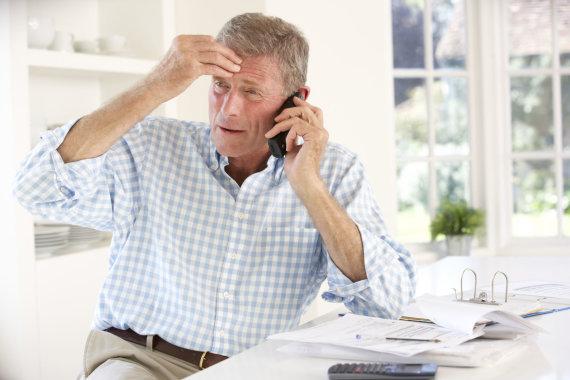 123RF.com nuotr./Vyras kalba telefonu