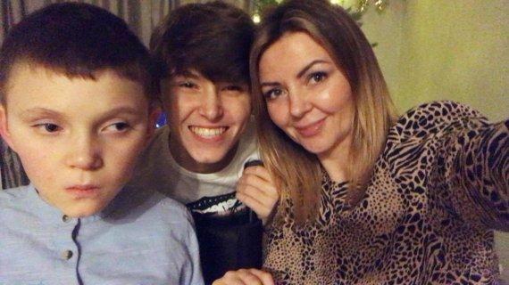 Asmeninio albumo nuotr./Julija Filatova su sūnumis