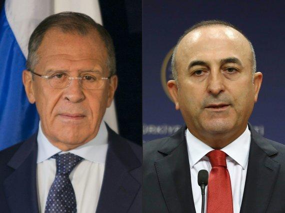 """AFP/""""Scanpix"""" nuotr./Sergejus Lavrovas ir Mevlutas Cavusoglu"""
