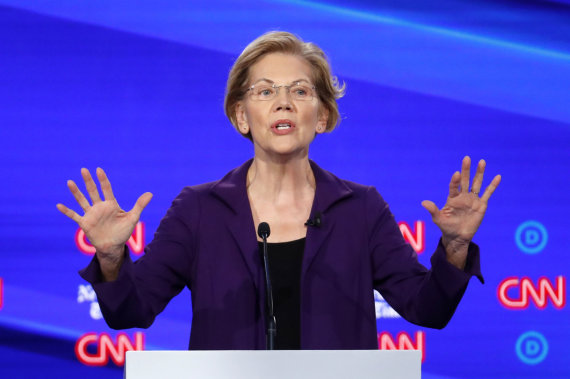 """Scanpix""/AP nuotr./Elizabeth Warren per debatus"
