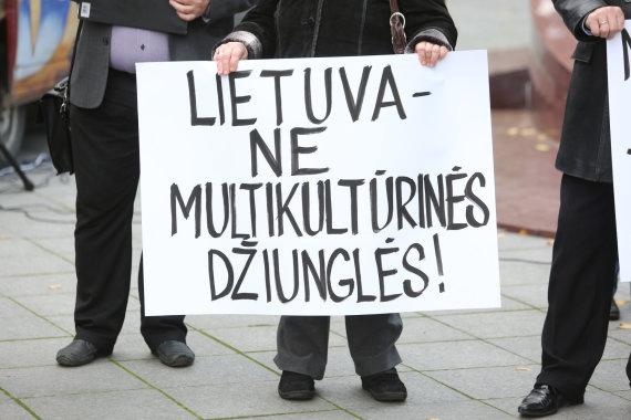 Juliaus Kalinsko / 15min nuotr./Protestas pries imigraciją Vilniuje