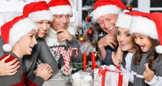 """Fotolia"" nuotr./Šeima prie Kalėdų stalo"