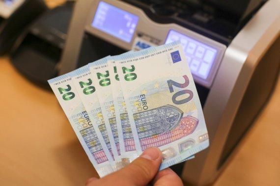 Irmanto Gelūno/15min.lt nuotr./Lietuvos bankas pristatė naują 20 eurų banknotą