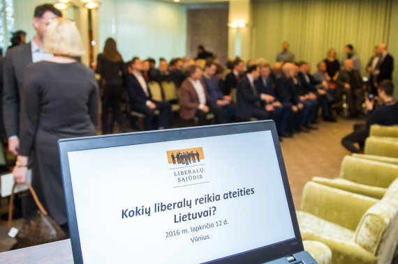 Photograph of Julius Kalinskas / 15min / debate from the Liberal mobile Council