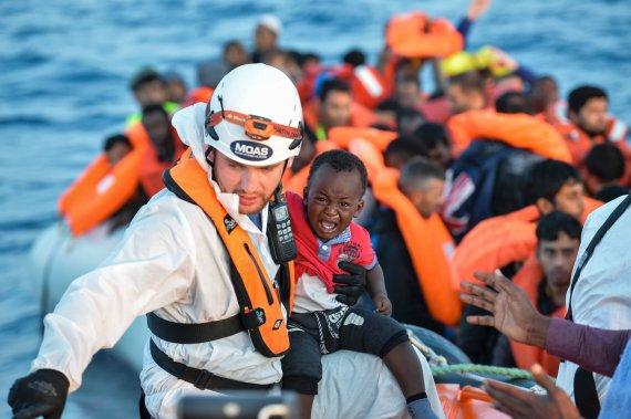 """AFP/""""Scanpix"""" nuotr./Migrantai ir pabėgėliai Viduržemio jūroje"""