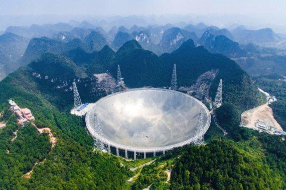 """""""Scanpix""""/AP nuotr./Kinijoje pradėjo veikti didžiausias pasaulyje radioteleskopas."""
