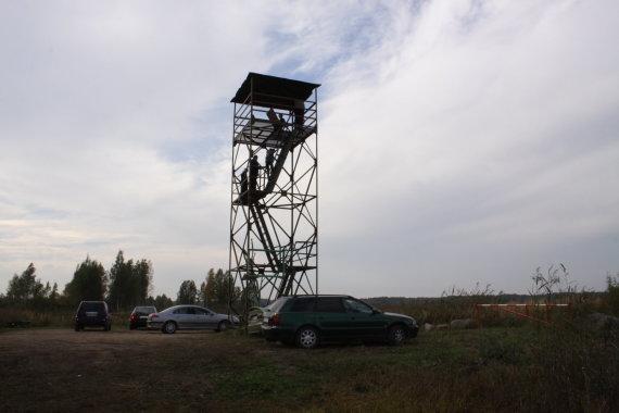 Raimondos Mikalčiūtės/15min.lt nuptr./Novaraistyje esantis gervių stebėjimo bokštelis