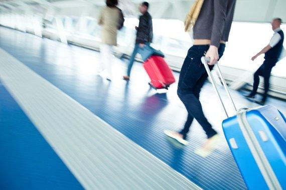 123rf.com nuotr./Turistai oro uoste