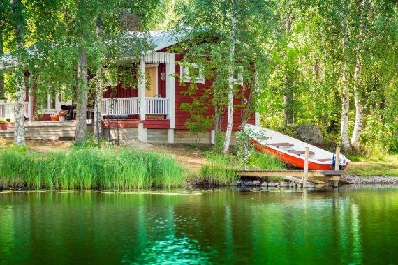 123rf.com nuotr. /Kotedžas prie vieno iš Suomijos ežerų