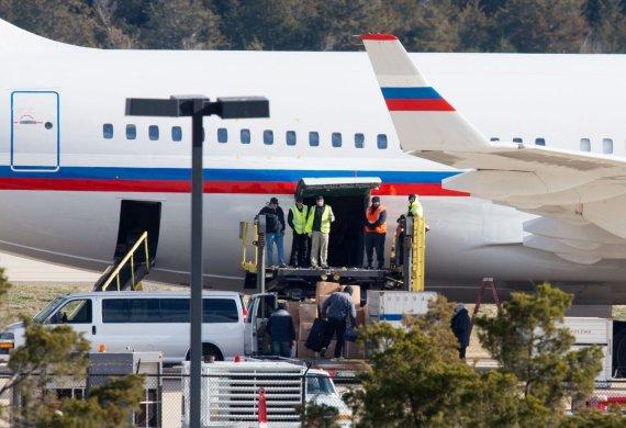 """AFP/""""Scanpix"""" nuotr./JAV išsiųstus Rusijos diplomatus skraidinantis lėktuvas"""