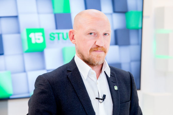 """Luko Balandžio / 15min nuotr./15min studijoje – Vilniaus """"Žalgirio"""" treneris Aurelijus Skarbalius"""