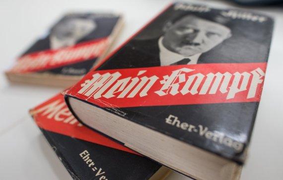 """Scanpix""/AP nuotr./Adolfo Hitlerio ""Mano kova"" (""Mein Kampf"")"