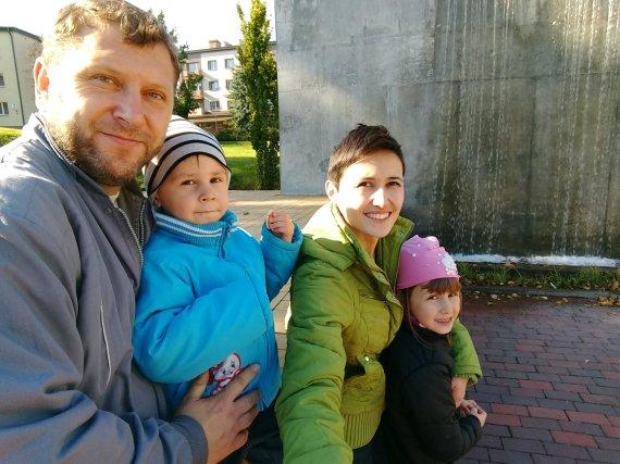 Asmeninio albumo nuotr./Elvira Drozdova su šeima