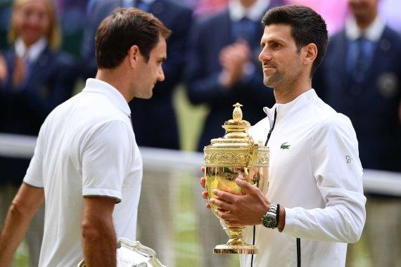 """""""Scanpix"""" nuotr./Rogeris Federeris ir Novakas Džokovičius"""