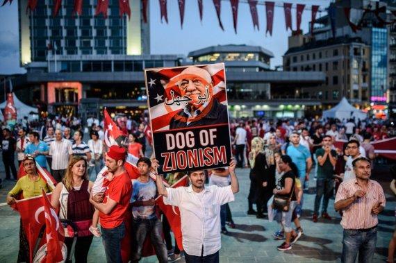 """AFP/""""Scanpix"""" nuotr./Demonstracija prieš Fethullah Guleną Turkijoje"""