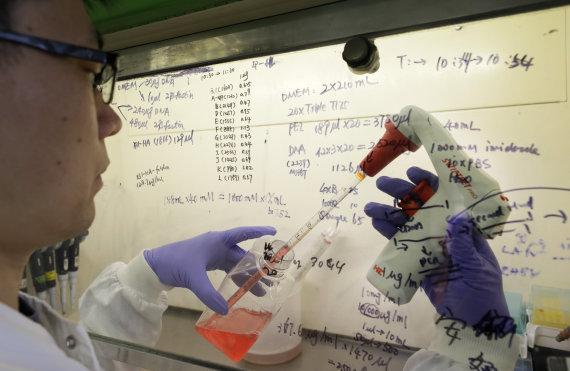 """""""Scanpix""""/AP nuotr./Jungtinėje Karalystėje kuriama vakcina nuo koronaviruso"""