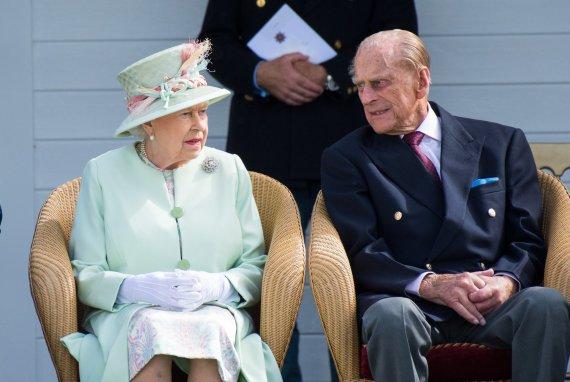 Vida Press nuotr./Karalienė Elizabeth II ir princas Philipas