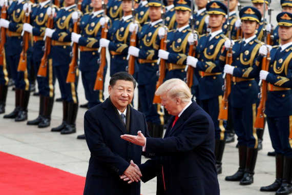 """""""Reuters""""/""""Scanpix"""" nuotr./Xi Jinpingas ir Donaldas Trumpas"""