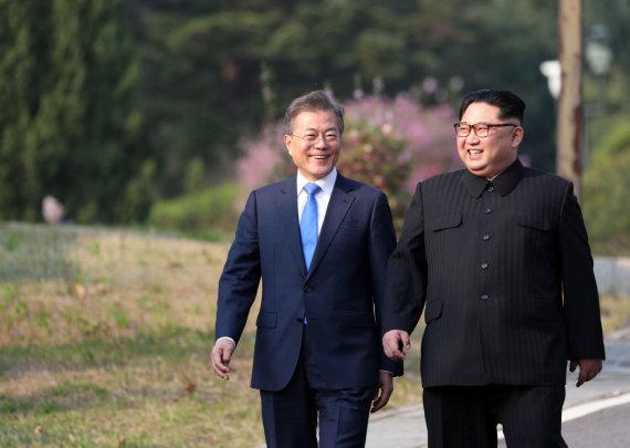 "AFP/""Scanpix"" nuotr./Kim Jong Unas ir Moon Jae-inas"