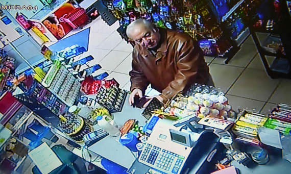 "AFP/""Scanpix"" nuotr./Sergejus Skripalis prekybos centre Selsburyje"