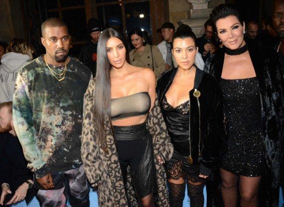 """Scanpix"" nuotr./Kanye Westas, Kim Kardashian, Kourtney Kardashian ir Kris Jenner"