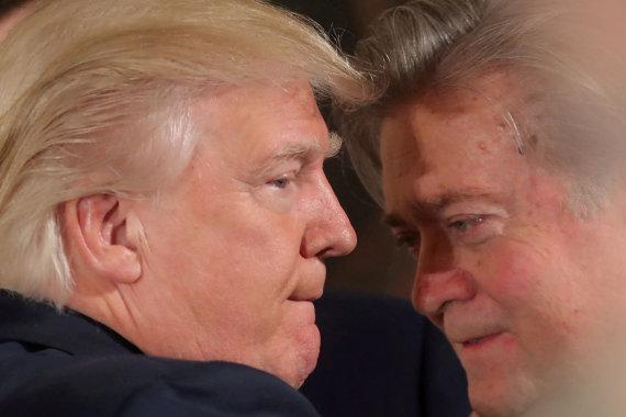 """""""Reuters""""/""""Scanpix"""" nuotr./S.Bannonas ir D.Trumpas"""