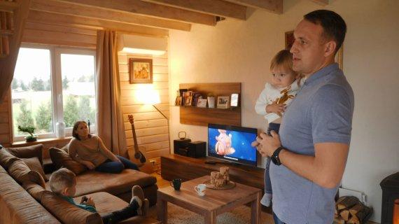 LNK nuotr./Nerijus Cesiulis su šeima