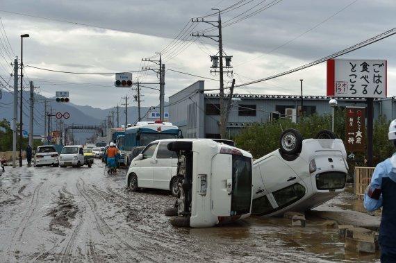 """AFP/""""Scanpix"""" nuotr./Japonijoje prasiautė galingas taifūnas Hagibis"""