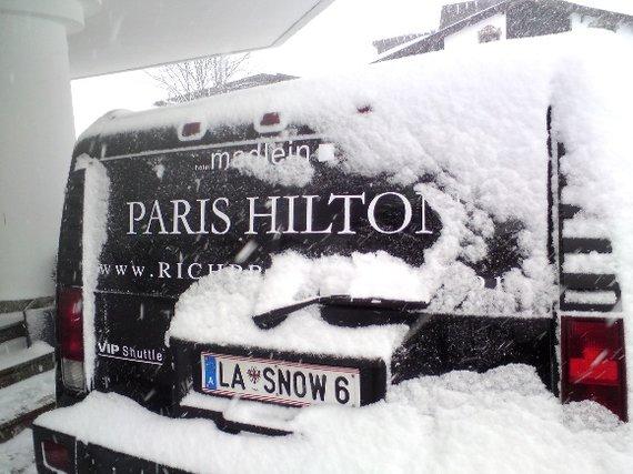Žilvino Pekarsko/15min.lt nuotr./Paris Hilton vardu pavadintas limuzinas prie klubo Pacha