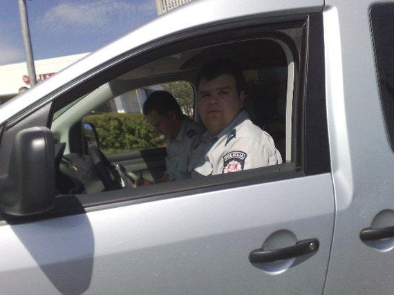 """15min.lt skaitytojo Andriaus nuotr./Policijos """"VW Caddy"""""""