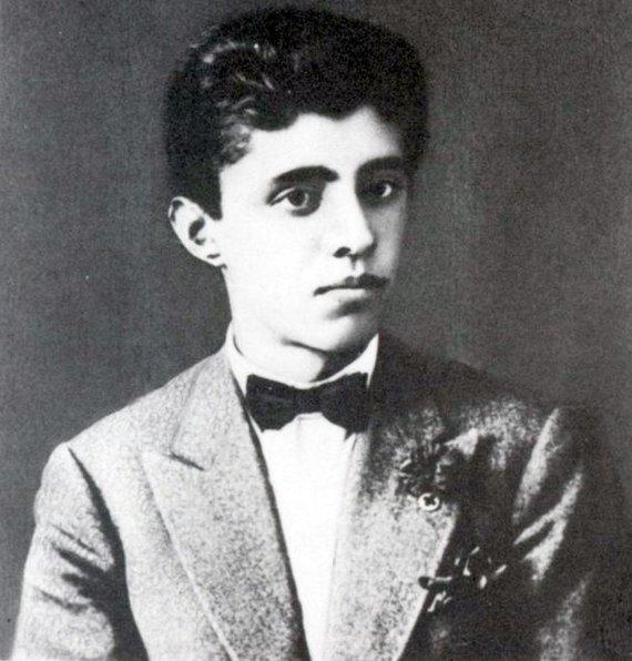 Wikipedia.org nuotr./Aštuoniolikmetis Enveras Hoxha (1927 m.)