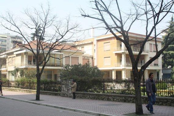 Wikipedia.org nuotr./Buvusi Envero Hoxhos rezidencija uždarame Tiranos rajone