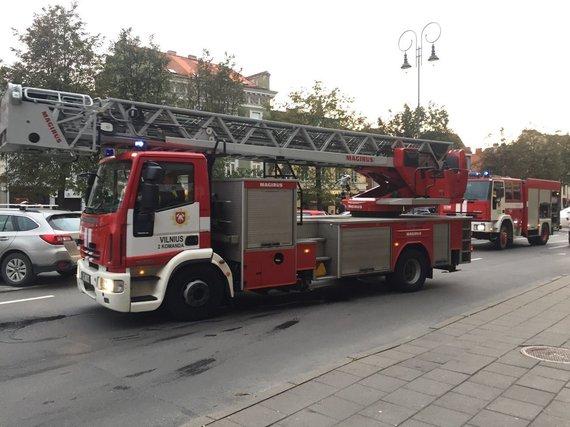 Juliaus Kalinsko / 15min nuotr./Vilniaus ugniagesiai Vokiečių gatvėje