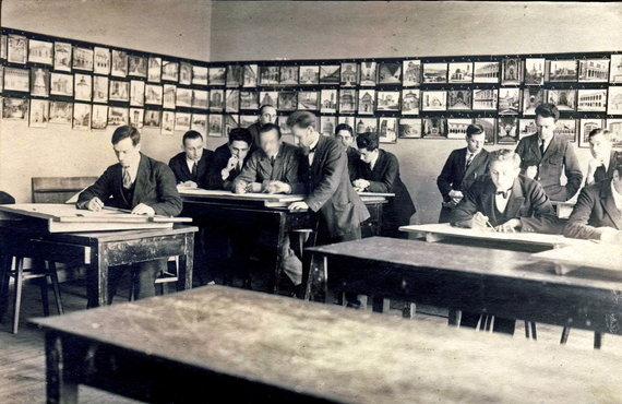KTU muziejaus archyvo nuotr./Technikos fakulteto braižykloje, 1927 m.