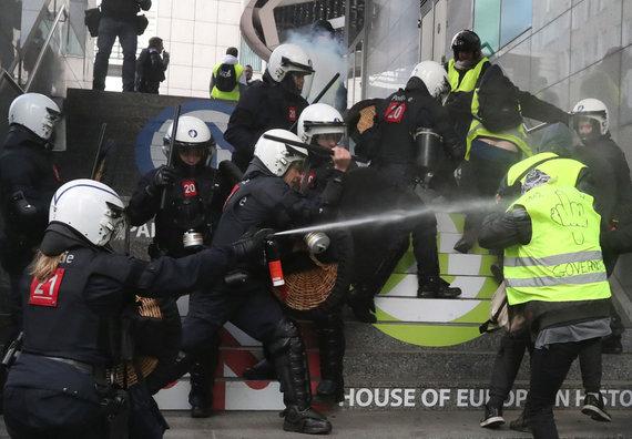 """""""Reuters""""/""""Scanpix"""" nuotr./Briuselio policijos susidūrimas su protestuotojais"""