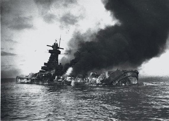 "Wikipedia.org nuotr./Skęstantis ""Admiral Graf Spee"""