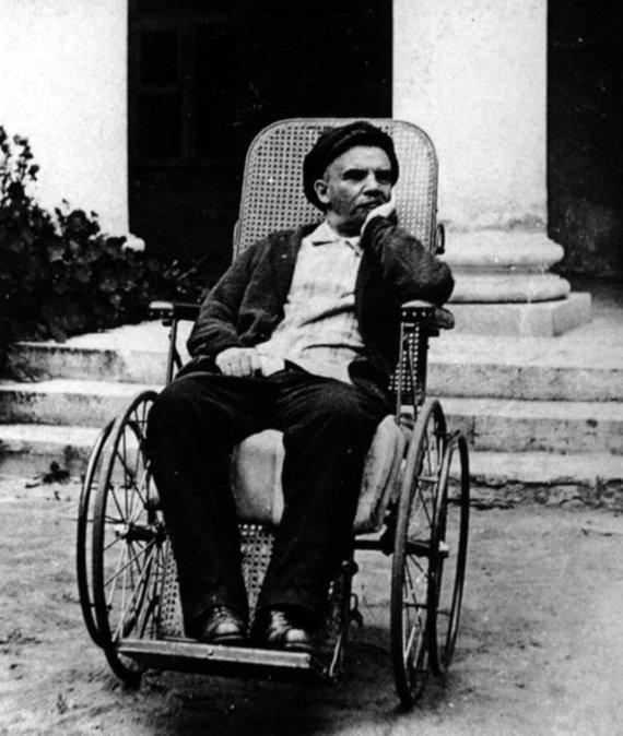Wikipedia.org nuotr./Vladimiras Leninas Gorkuose (1923 m.)