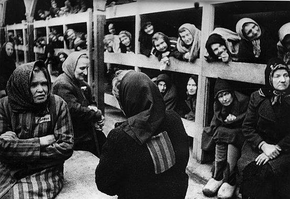"""""""Scanpix"""" nuotr./Osvencimo koncentracijos stovyklos kalinės, 1945 m."""